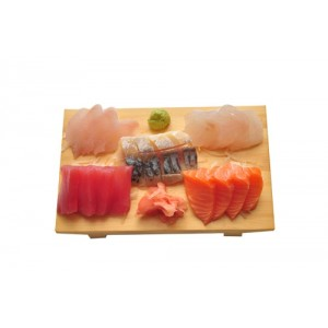 L4 Menu SASHIMI avec soupe, salade, riz